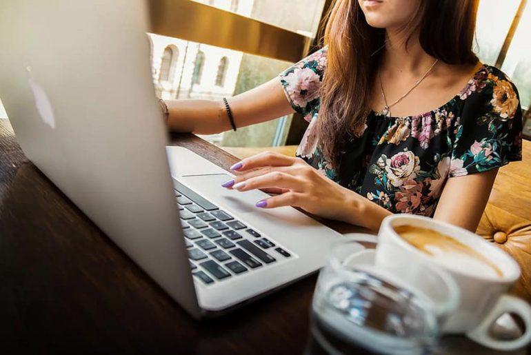 femme-rédaction-web